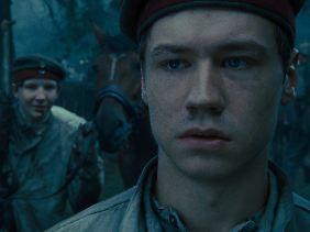 Auch der deutsche Schauspieler David Kross hat eine Rolle in den Film - als Gefreiter Gunther Schröder.