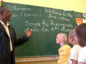 Bilingual erzogene Kinder haben in beiden Sprachen zunächst einen geringeren Wortschatz.