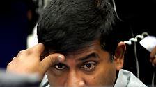 Das größte börsennotierte Unternehmen des Landes John Keells Holdings, dessen zweitgrößter Anteilseigner Rajaratnam ist, verlor über vier Prozent.