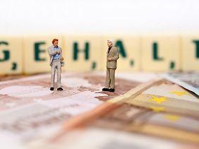Nur wer sich vorher über seinen Marktwert informiert hat, kann standfest in die Gehaltsverhandlungen treten.