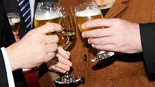 ... sondern mit Bier und Wein an. So wenig Aufbruch war selten. Das kann ein Vorteil sein. Prost - es möge nützen.