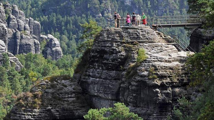 Touristen in der Sächsischen Schweiz: Jeder vierte Deutsche will in diesem Sommer Urlaub im eigenen Land machen.