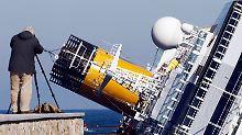 """Nur noch für ein Foto gut: gekenterte """"Costa Concordia"""" vor der toskanischen Küste"""