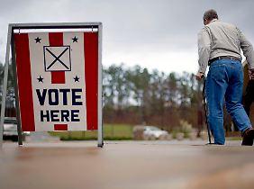 Ein Wähler in Alabama auf dem Weg zur Abstimmung.