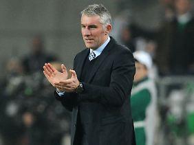 Applaus vom Chef: Mirko Slomka gefiel, was ihm seine Spieler gegen Lüttich boten.