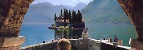 """Beliebtes Ausflugsziel in Montenegro: Die Insel """"Maria vom Felsen"""" liegt in der Bucht von Kotor."""