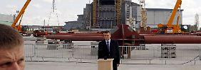 Janukowitsch drückt den Knopf.