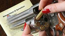 Jeder, der in Deutschland eine Waffe besitzt, soll künftig zentral erfasst sein.