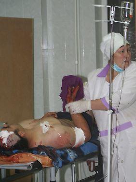 Eines der Opfer wird in einem Krankenhaus behandelt.