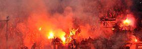 Der Düsseldorfer Aufstieg wird überschattet vom chaotischen Verhalten der Fans.