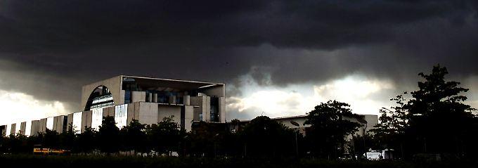 Sturm über dem Kanzleramt: Um die Entlassung von Norbert Röttgen gibt es Streit in der Union.