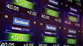 Zuckerberg läutet Startglocke: Facebook stemmt Börsengang