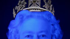 Der Königin neue (alte) Kleider: Hauptsache überknielang und royal
