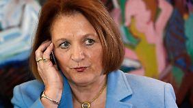 Leutheusser-Schnarrenberger ist selbst Klägerin - und als Justizministerin zugleich Beklagte.