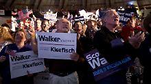 Bei der Bekanntgabe der Stimmen in Waukesha, Wisconsin.