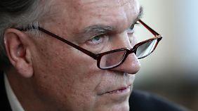 BKA-Chef Jörg Ziercke sagt, dass die Zahl rechtsextremer Straftaten in den vergangenen Jahren kontinuierlich gestiegen seien.