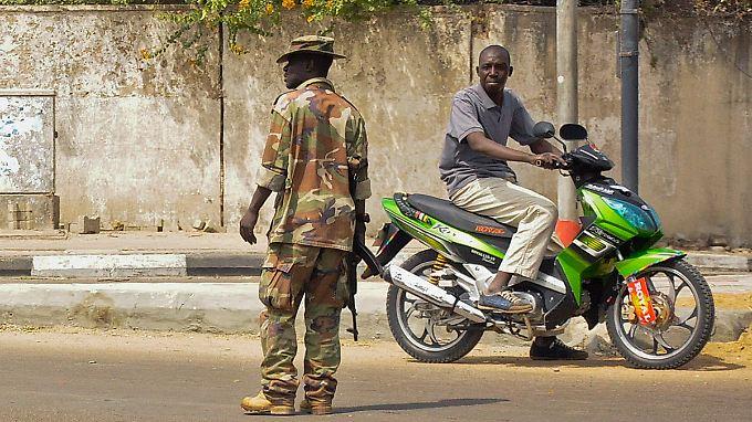Im Norden Nigerias zeigt die Staatsmacht Präsenz - Angriffe von Islamisten kann sie jedoch nicht verhindern (Archivbild).