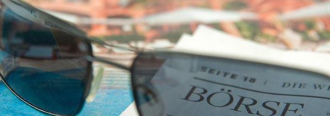 Wer im Urlaub nicht ständig den Börsenteil der Zeitung lesen will, sollte sein Depot urlaubsfest machen. Verlustbremsen lassen sich relativ einfach einbauen.