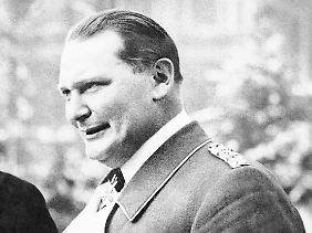 """Wegen seiner auffälligen Uniform wurde Hermann Göring auch """"Lametta-Heini"""" genannt."""