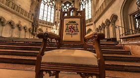 Der Bischofsstuhl von Gerhard Ludwig Müller im Dom St. Peter in Regensburg.