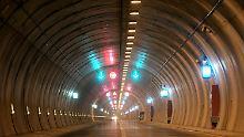 Der Rennsteigtunnel unterquert den Kamm des Thüringer Waldes. Er ist 7,916 km lang und damit der längste Straßentunnel Deutschlands.