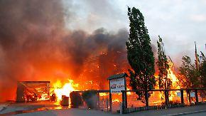 Millionenschaden nach Großbrand: Holzfachmarkt fängt Feuer