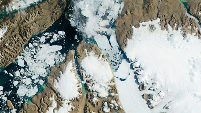 Die Erderwärmung lässt Gletscher abschmelzen.