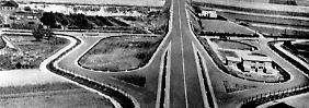 Blick auf die erste Autobahnanschlussstelle Europas in Wesseling vor der Eröffnung. Am 6.8.1932 wurde zwischen Köln und Bonn die erste nur für Autos bestimmte vierspurige Schnellstraße in Deutschland für den Verkehr freigegeben.