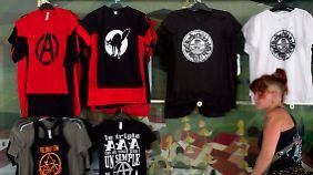 Auch Anarchisten verkaufen lustige T-Shirts für Geld.