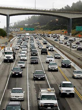 So kennt man die USA: breite Highways, viel Verkehr. Doch die Jugend verliert das Interesse am Auto.