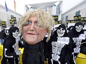 Atomkraftgegner unterstellen der schwarz-gelben Regierung schon länger, an der Atomkraft festhalten zu wollen.