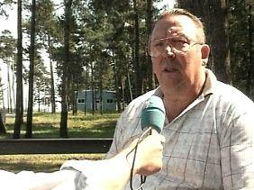 Hans Plüschke 1997 beim Interview mit dem Hessischen Rundfunk.