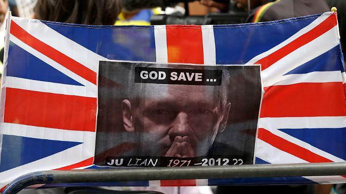 Proteste vor der Botschaft Ecuadors in London.