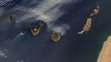 Die Rauchfahnen auf La Gomera sind deutlich zu sehen.