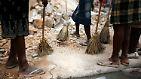 Tod und Leben zwischen Trümmern: Haiti versucht den Alltag