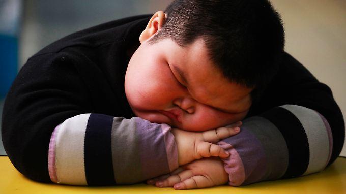 Als Vierjähriger wog Lu Zhihao bei einer Körpergröße von 1,10 Meter 62 Kilogramm. Die Auswirkungen auf die Gesundheit sind für Kinder wie diesen Jungen aus China immens.