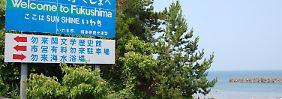Baden erlaubt, Fische versucht - der Umgang der Japaner mit den Folgen des Reaktorunglücks ist fragwürdig.