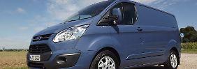 Mit den flotten Formen eines Freizeit-Vans soll der Ford Transit Custom bei den mittelgroßen Lieferwagen punkten.