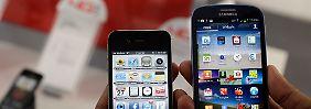 Samsungs Galaxy S 3 ist schon nach drei Monaten 100 Euro günstiger geworden. Apples iPhone 4S wird hingegen bis heute mit rund 570 Euro gehandelt.