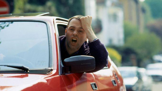 Drängler sind für die deutschen Autofahrer das größte Ärgernis im Straßenverkehr.