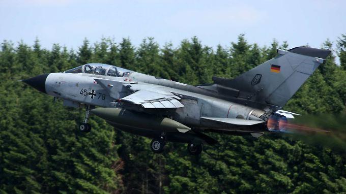 Ein Tornado startet vom Fliegerhorst Büchel: Die Maschinen müssten umgerüstet werden.