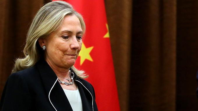 Hillary Clinton muss sich sehr bemühen, vor den Kameras optimistisch zu wirken.