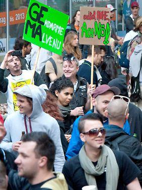 Protestaktion in Berlin gegen die geplante Gebührenerhöhung durch die Gema.