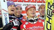 Martin Schmitt, Michael Neumayer, Pascal Bodmer und Michael Uhrmann  bejubeln den Sieg beim Teamwettbewerb von der Mühlenkopfschanze in Willingen.