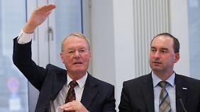 Hans-Olaf Henkel bei einem Auftritt mit dem Vorsitzenden der Freien Wähler, Hubert Aiwanger, in der Bundespressekonferenz am 18. Juni 2012.