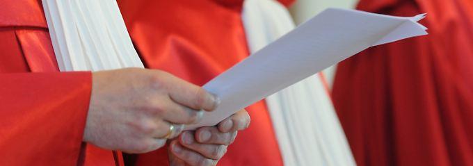 Der Zweite Senat des Bundesverfassungsgerichts entscheidet am Mittwoch gleich über sechs Beschwerden.