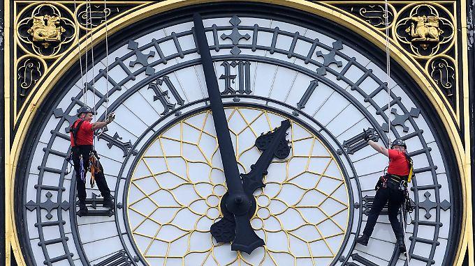 """Große Zuneigung, große Geschenke: """"Clock Tower"""" mit der Big-Ben-Glocke heißt jetzt """"Elizabeth Tower""""."""