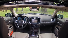 Autofahrers Wunderland: Der geschmackvolle Innenraum bietet serienmäßig eine Fülle von Extras.