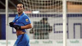 Paderborns Torschütze zum 1:0, Mahir Saglik, jubelt nach seinem Treffer.