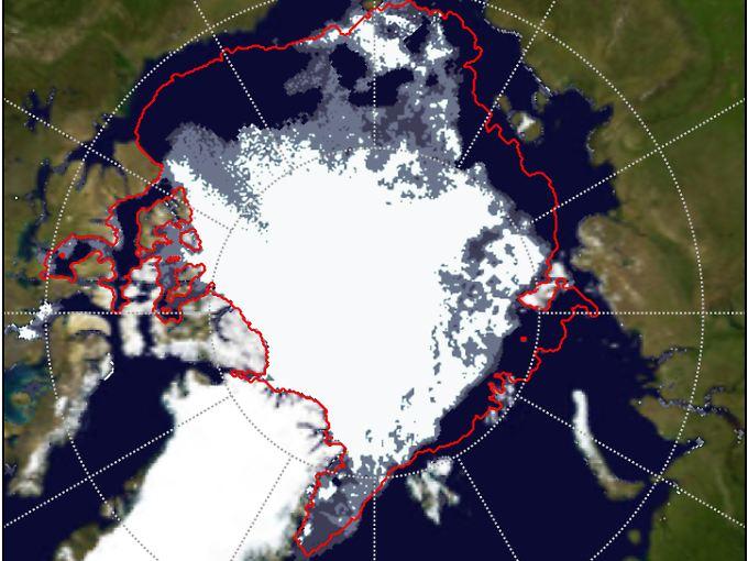 Die rote Linie zeigt die mittlere Eisausdehnung in den Jahren von 1992 bis 2006. Die Eisfläche ist hier, auf einer Darstellung vom 6. August 2012, noch 4,1 Millionen Quadratkilometer groß. Jetzt ist sie noch weiter geschrumpft.